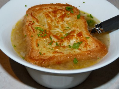 Soupe a l oignon gratinee - Soupe a l oignon gratinee ...
